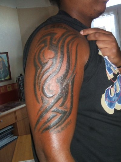 tribal epaule tatouage pi rcing. Black Bedroom Furniture Sets. Home Design Ideas